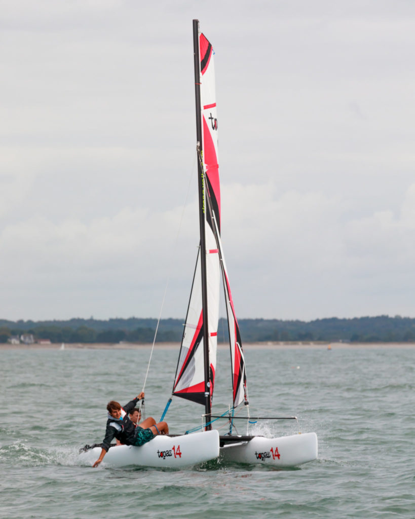 catamaran topaz 14 naviguant rapidement